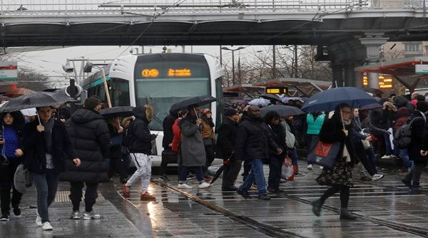 Transportistas franceses inician huelga por mejoras salariales