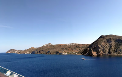 Blick auf Milos vom Schiff aus - 29.05.2021