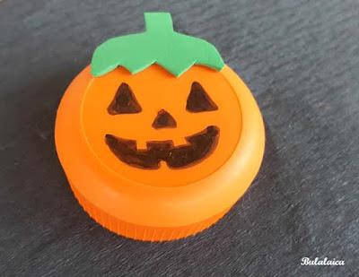 Tapones reciclados para Halloween Bulalaica