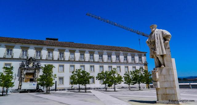 Estátua do rei D. João III, no centro do Pátio das Escolas, na Universidade de Coimbra
