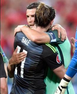 Cristiano Ronaldo Memberi Semangat Kepada Gareth Bale