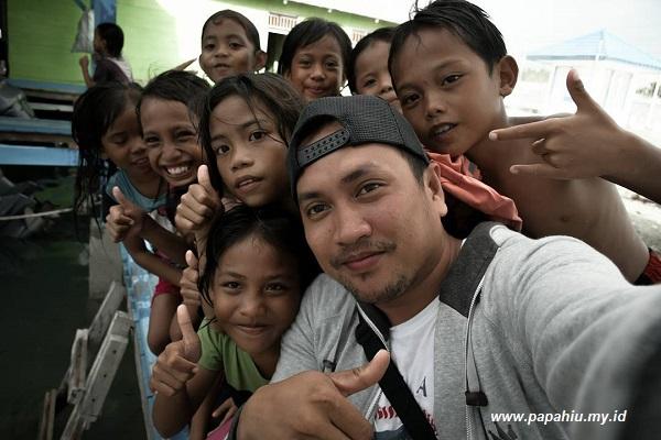 Anak Suku Bajo Pelabuhan Tanjung Ampana
