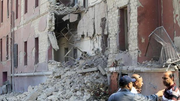 Serangan bom menghancurkan sebagian besar bangunan Gereja Kristen Koptik di Mesir, Minggu (11/12). Setidaknya 25 orang tewas dalam insiden tersebut