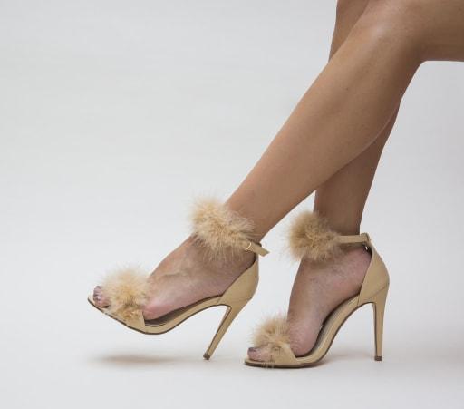 Sandale bej cu toc subtire si puf