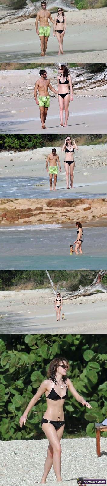 Lustige Emma Watson mit Freund am Strand