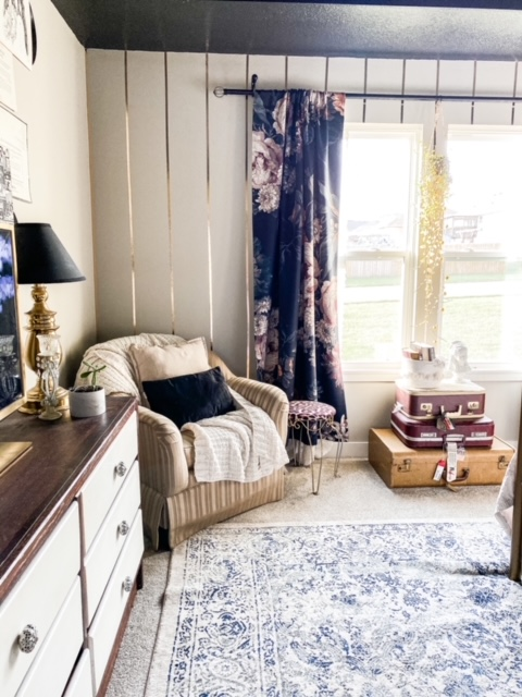 wood, black, gold and white bedroom