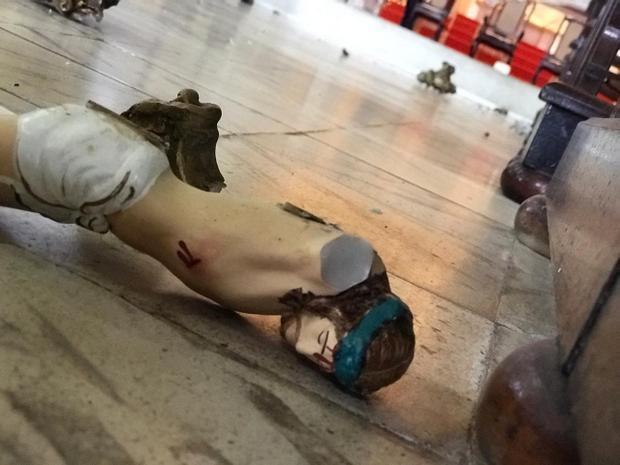 Homem quebra várias imagens da Igreja Matriz de Santo Amaro, em Taquaritinga do Norte