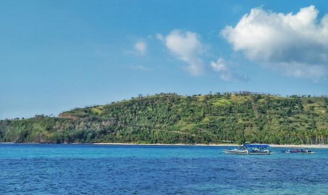 Menikmati Matahari Terbenam di Pantai Nipuh Lombok Barat