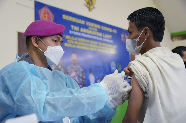 Vaksinasi, Panglima Santri  dan TNI AL Serbu Ponpes Suryalaya Tasikmalaya