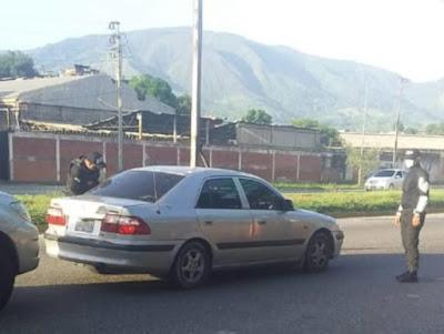 Funcionarios de la Policía Nacional Bolivariana (PNB) trasladaron a Peña al Hospital General de Guatire, donde ingresó sin signos vitales.