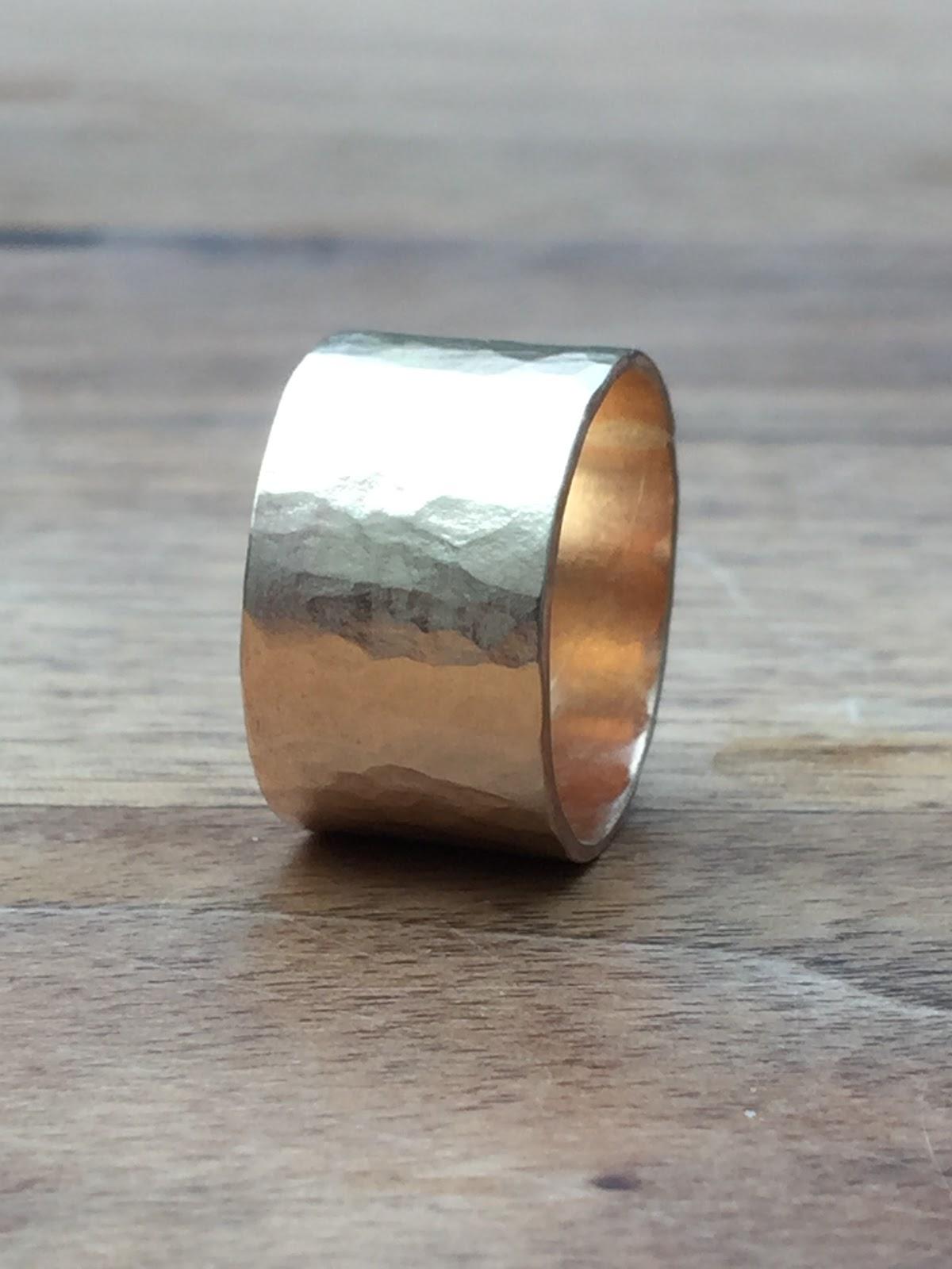Wonderlijk Idylliz : 275. Brede gouden ring. Gehamerd. HO-42