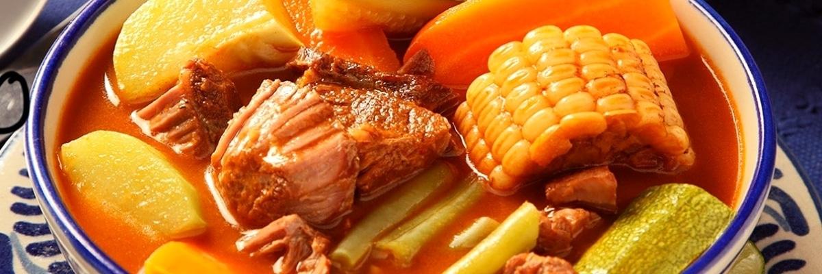 Mole de olla con carne de res, receta mexicana