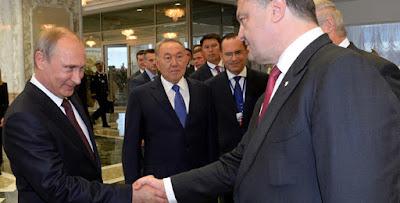 """Порошенко підписав закон про подовження """"особливого статусу"""" ОРДЛО"""