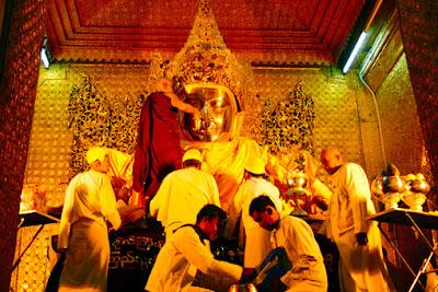 Mahamuni Buddha face washing