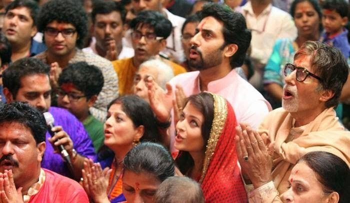 Aishwarya Rai, Abhishek & Amitabh at  the LalBagh cha Raja arti ..