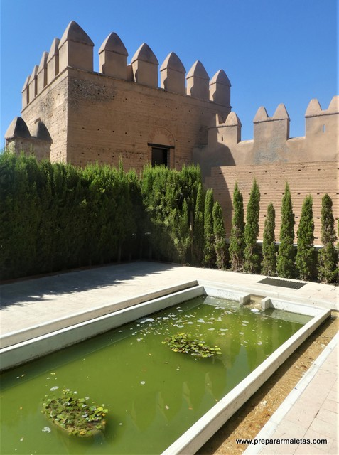 ver los patios de la Alcazaba de Almería
