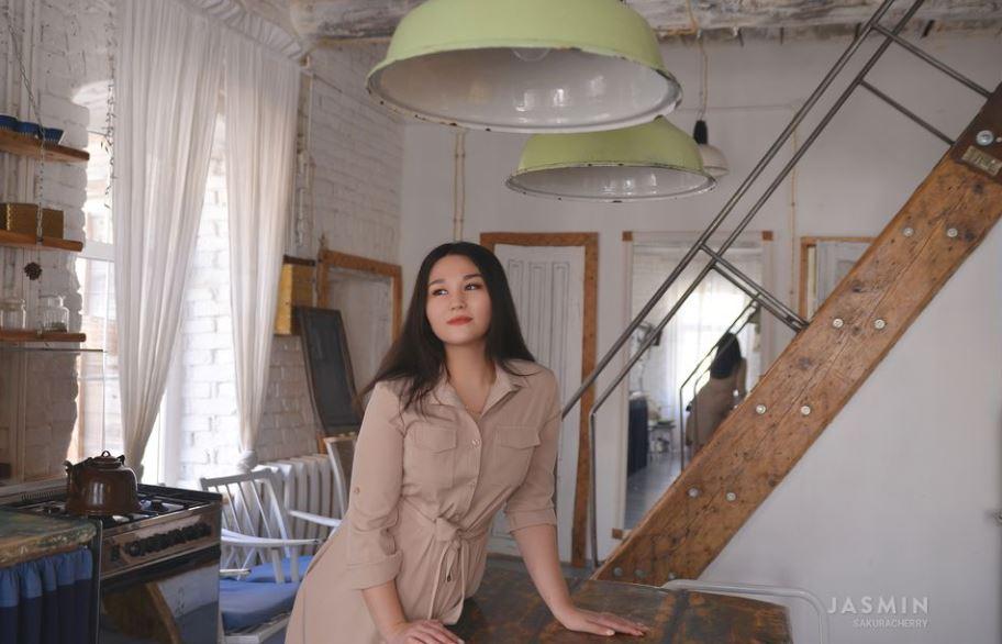 https://www.glamourcams.live/chat/SakuraCherry