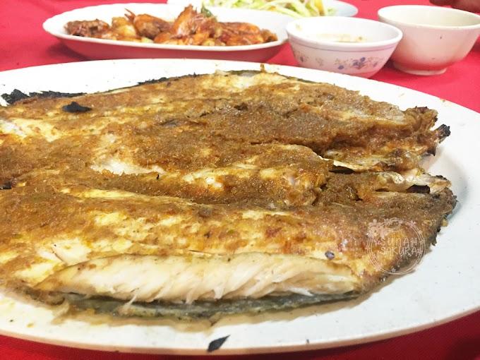 Makan Malam di Aroma Ikan Bakar Jeram
