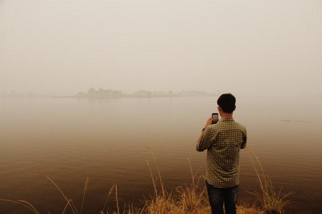 membuat foto landscape di tepi danau dengan suasana berbeda