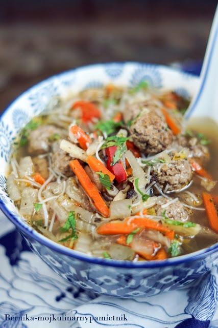 zupa, syczuanska, chiny, klopsiki, indyk, bernika, kulinarny pamietnik