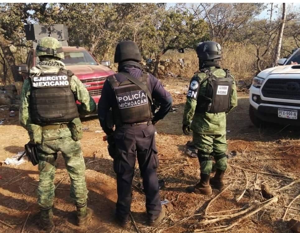 Elementos del Ejercito y Policia Michoacán revientan Narcocampamento en Tangamandapio