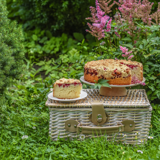 Ciasto kefirowe z porzeczkami i kruszonką
