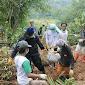 Relawan FPI Jabar Evakuasi 8 Tengkorak Jenazah Dari TPU Yang Longsor Di Sukajaya - Bogor