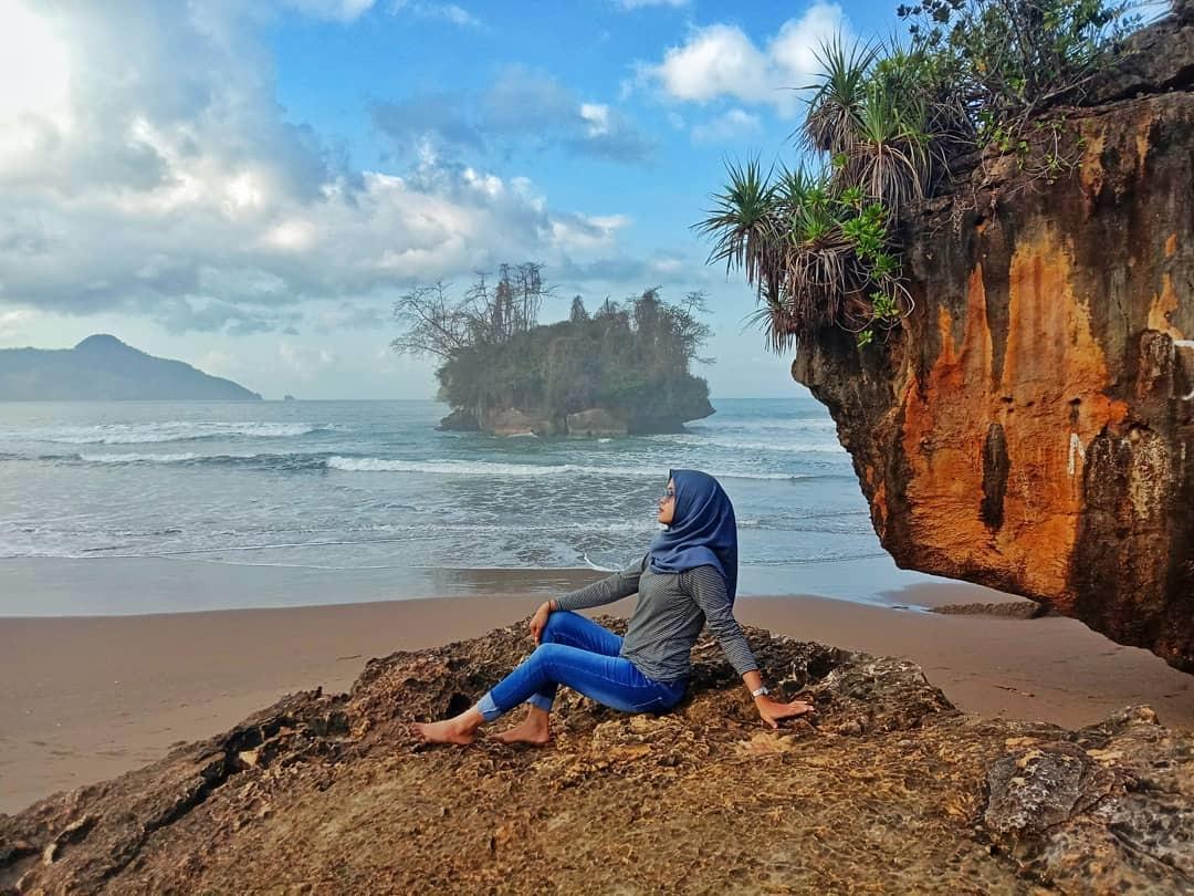 Mitos Pantai Pelang