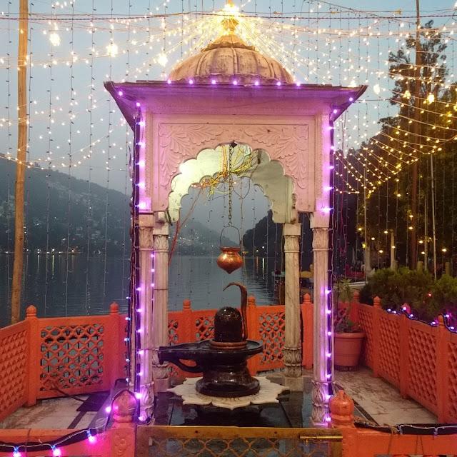 नैना देवी मन्दिर में स्थित शिवलिंग