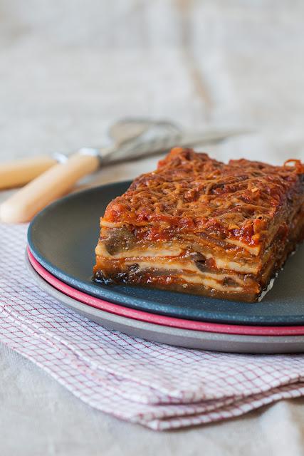 Parmiđana od plavog patlidžana, paradajza i sira