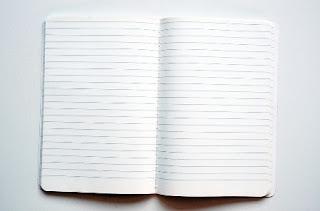 foto di un quaderno a righe