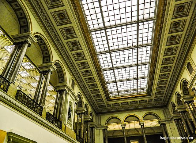 Saguão principal do Museu de Belas Artes de Bruxelas