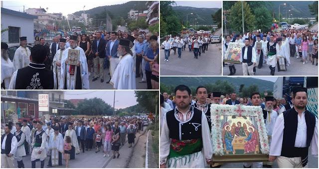 Πλήθος πιστών στη λιτανεία της εικόνας της Αγίας Τριάδας στο Γραικοχώρι
