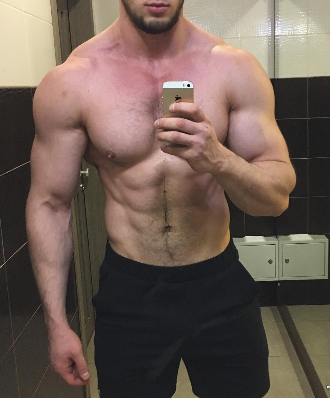 sexy-strong-shirtless-bearded-guy-swole-hairy-body-selfie
