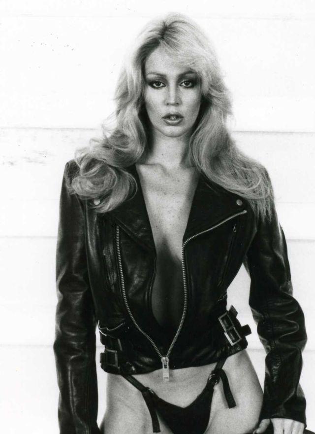 Glamorous Photos of Australian Model Cheryl Rixon in the
