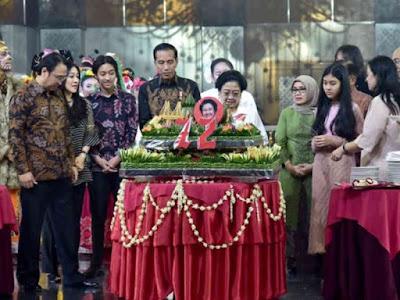 Jokowi Hadiri Ulang Tahun Megawati, Doakan Sehat dan Bahagia