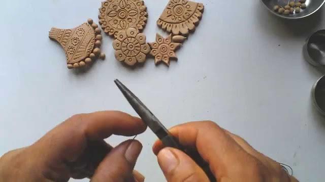 মাটির গহনা তৈরি করে আয় করার ব্যবসা আইডিয়া