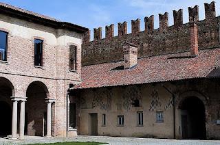 Vialli grew up in the ancient Castello di Belgioioso between Cremona and Pavia
