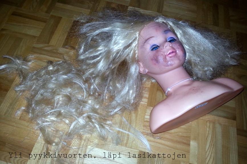 Sivukalju, leikkaus, hiukset, hiusten leikkaus, lapsi leikkasi hiuksensa