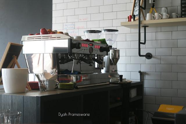 http://www.dyahprameswarie.com/2016/05/warungkopi-bersenang-senang-dengan-kopi.html
