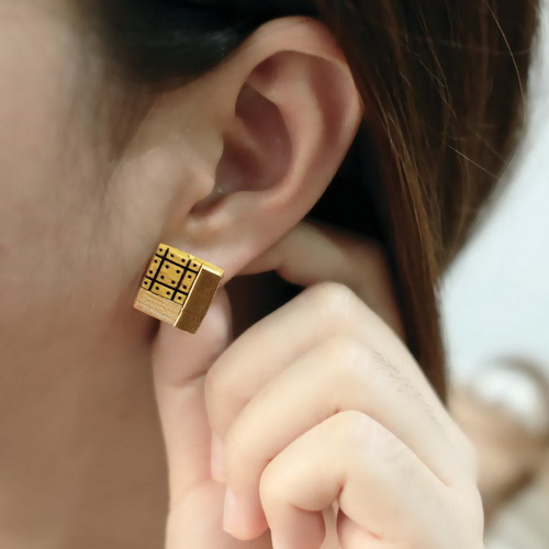 Tinuku Alive Jewelry displays wooden ear studs arrangement of small pieces into artistic fashion