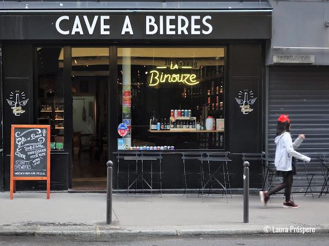 Uma loja super simpática com local para degustação. Lugar com excelentes cervejas artesanais francesas e internacionais.