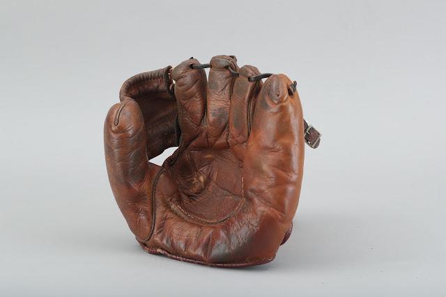 GlovesPlay