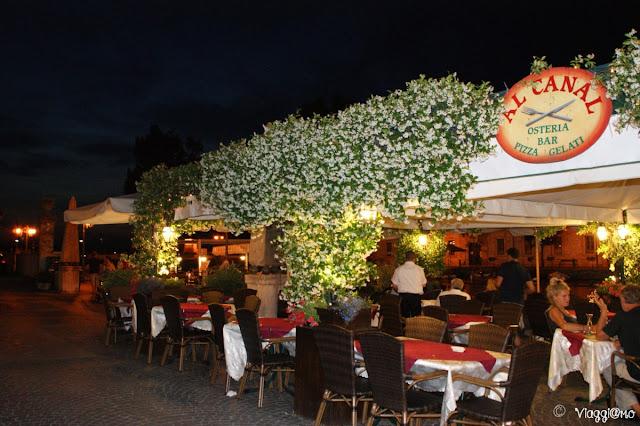 Uno dei tanti ristoranti nel centro di Peschiera del Garda