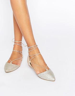 zapatos plateados bajos