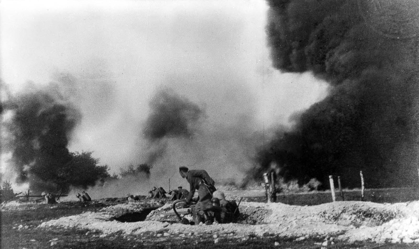 German flamethrower troops in combat. 1916.