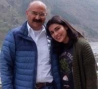 अंकिता गोराया अपने पिता के साथ
