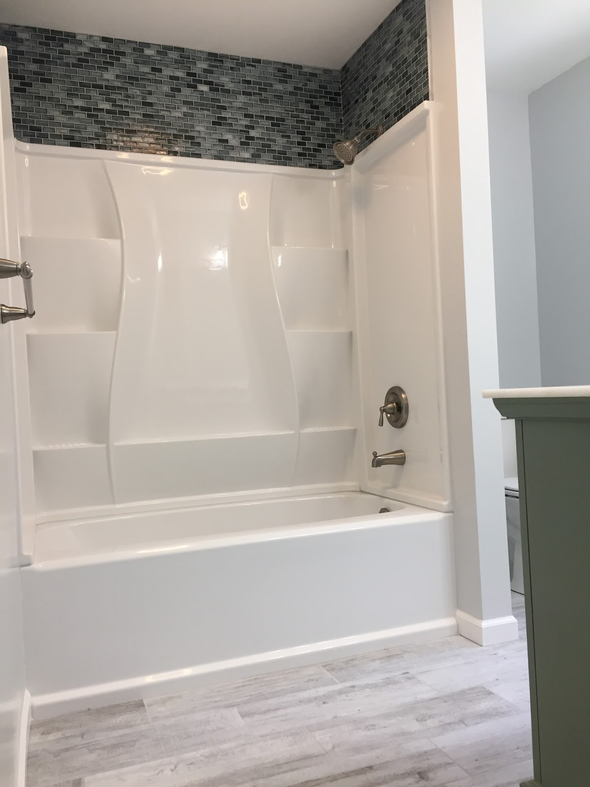 Delta Clic 400 Acrylic Soaking Tub In High Gloss White With The Matching