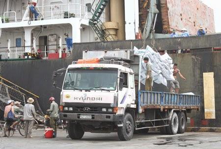 Xuất hiện cạnh tranh không lành mạnh trong việc kiểm soát tải trọng xe tại cảng