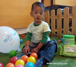 Cegah Infeksi Kuman Atau Bebaskan Anak Bereksplorasi, Pilih Mana?